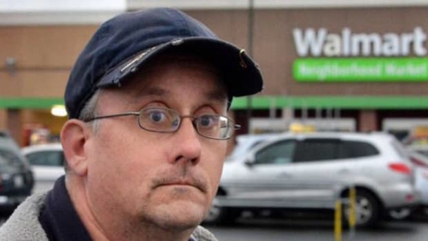 Walmart Employee Finds $350 In Parking Lot, Returns It - Now He's Suffering The Consequences Promo Image