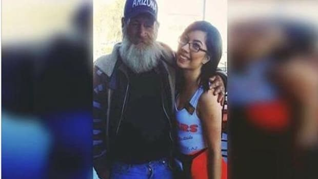 Waitress Takes Pic With Homeless Man, Gets Ready To Leave, Then Notices Him Reaching In His Pocket Promo Image