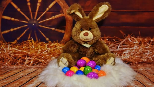 Foster Parents Won't Say Easter Bunny Is Real, Lose Kids Promo Image