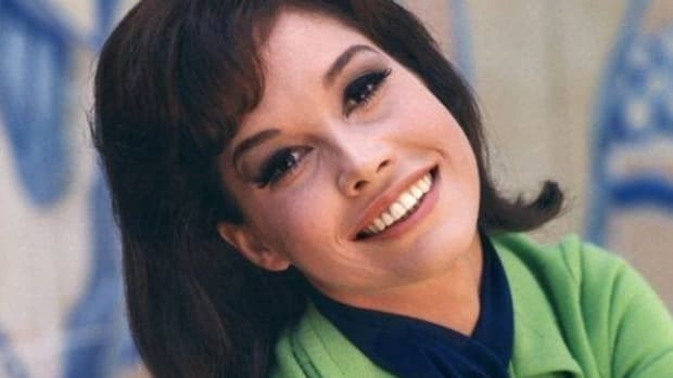 Mary Tyler Moore Had 'Domestic Disputes' With Husband Promo Image