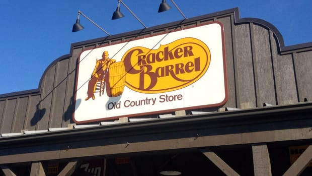 Cracker Barrel Server Leaves Heartfelt Note To Customer (Photos) Promo Image
