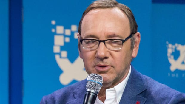 'House Of Cards' To End Amid Spacey Assault Allegations Promo Image