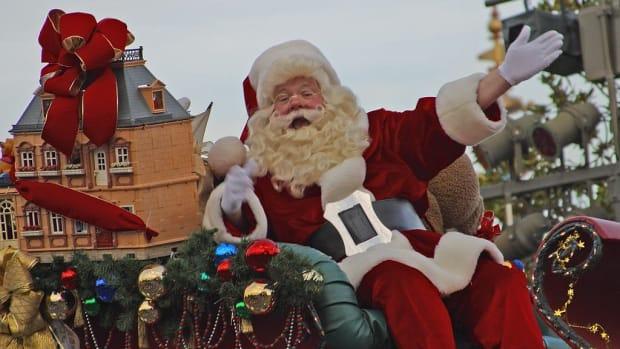Toddler Signals 'Help' From Santa's Lap, Goes Viral (Photos) Promo Image