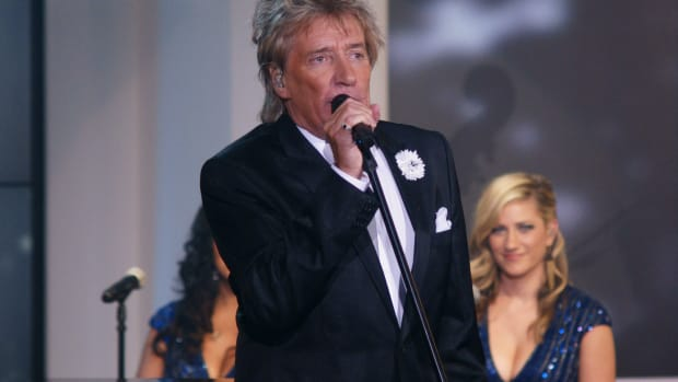 Rod Stewart Apologizes For Mock ISIS-Style Execution (Video) Promo Image
