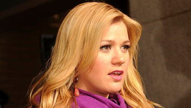 Kelly Clarkson Accused Of Abuse For Spanking Children Promo Image
