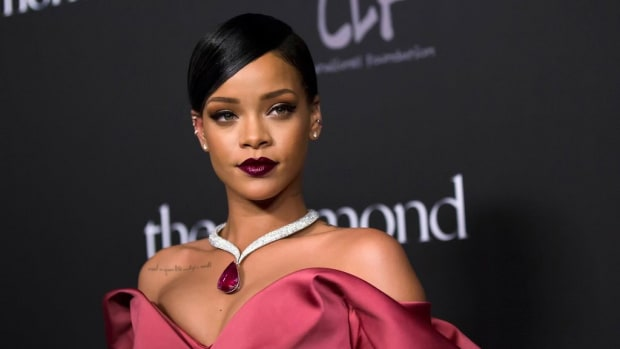 Rihanna's New Instagram Posts Go Viral (Photos) Promo Image