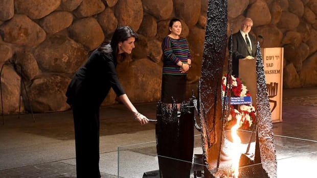 Trump Threatens To Cut Aid Over Jerusalem Vote Promo Image