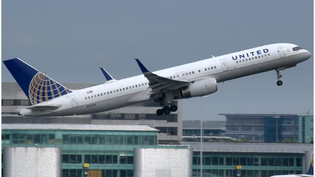 United Airlines Apologizes For Reselling Toddler's Seat (Photos) Promo Image