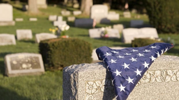 Strangers Give Unclaimed Veteran Funeral Promo Image