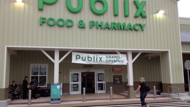 Publix Employee Goes Viral After Helping Elderly Man (Photo) Promo Image