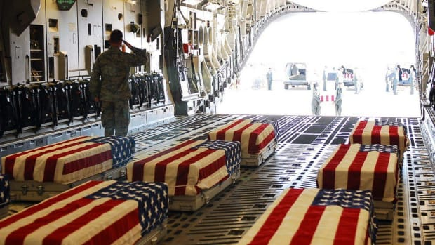 Flight Carrying Fallen Soldier Doesn't Allow Anthem (Photo) Promo Image