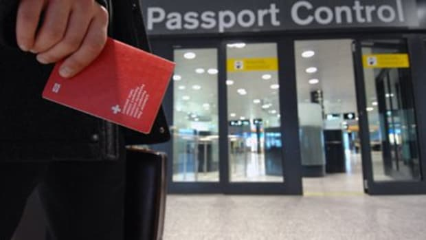 Saudi Arabian travelers to bypass customs lines.
