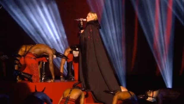 madonnafallsonstage_featured.jpg