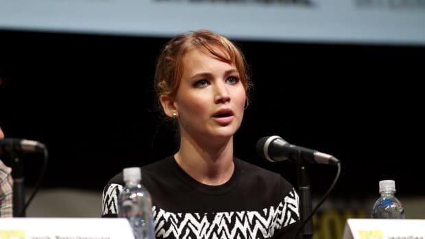 Jennifer Lawrence Does Pole Dance At Strip Club (Video) Promo Image