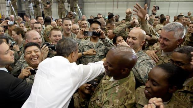 Obama visits troops in Afghanistan