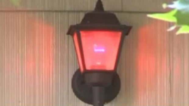 Here's What It Means When Someone Has A Red Light Outside Their Home (Photo) Promo Image