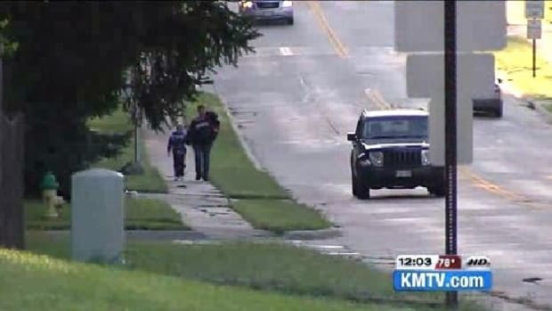 Driver Recognizes Woman And Child From A News Report, Pulls Over, Takes Swift Action (Video) Promo Image