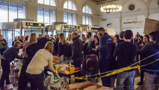 Syrian refugees arrive in Sweden via Denmark
