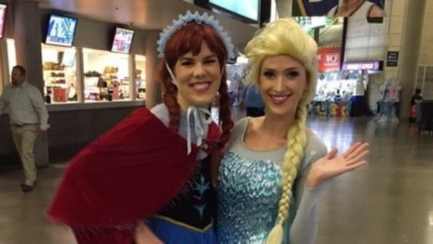 Women Kicked Out Of 'Frozen' Show Over Costumes (Photos) Promo Image