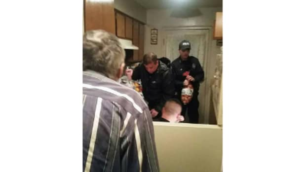 Mount Pleasant officers delivering groceries to elderly man