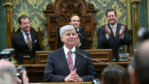 Michigan Gov. Snyder Pledges To Drink Flint Tap Water Promo Image