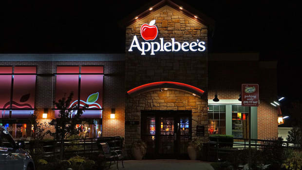 Grieving Mother Thanks Applebee's In Letter Promo Image