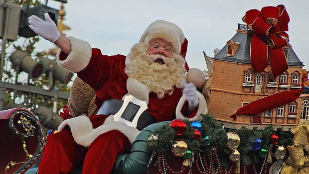 school parents threaten to sue mother for telling son santa isn't real