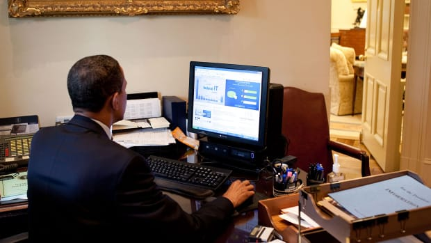 Obama uses the computer