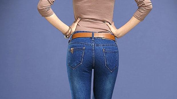WomanSkinnyJeans.jpg