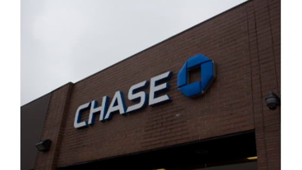 Couple Sues Chase Bank After Savings Account Disappears Promo Image