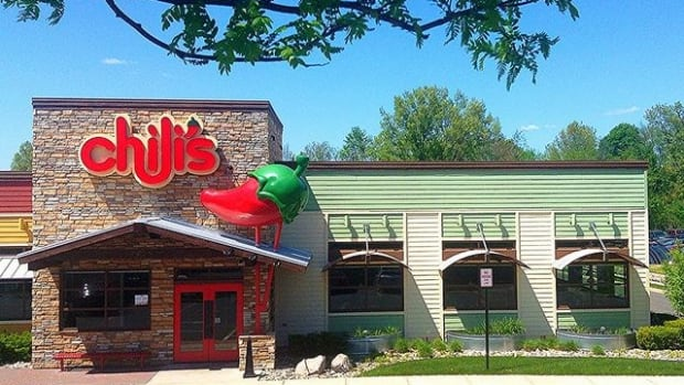 Man, Wife Take Immediate Action After Suspecting Chili's Waiter Tampered With Their Drink Promo Image