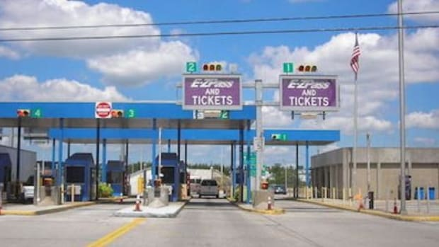 Here's What This Toll Worker Wrote Down On A Man's Ticket (Photo) Promo Image