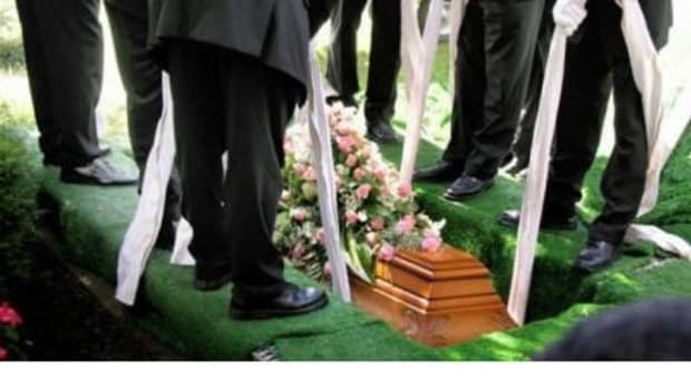 Friends Outraged Over How Dad Handled Child's Funeral Promo Image