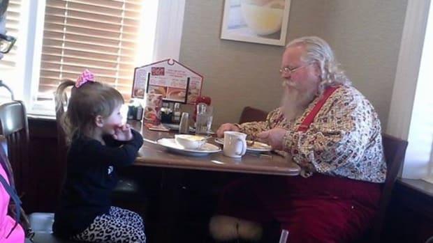 Santa And Gracie Lynn Wilson In Indiana Restaurant.
