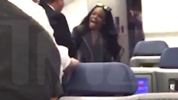 Screen capture, Azealia Banks on airplane