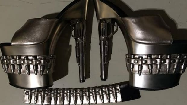 TSA Stops Woman Due To Her Unusual Accessories (Photo) Promo Image