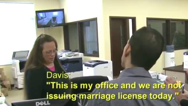 Kim Davis Denies Gay Marriage License