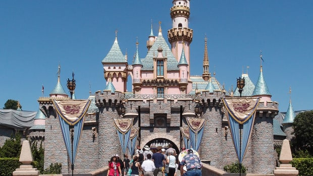 Sleeping-Beauty-Castle-Disneyland-Anaheim-2013