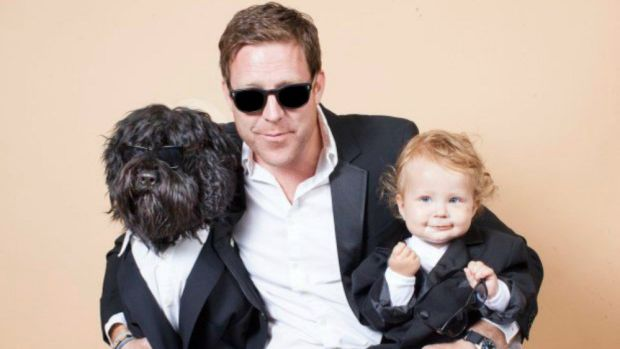 15 Pictures Of Dog-Sitting Dads Promo Image