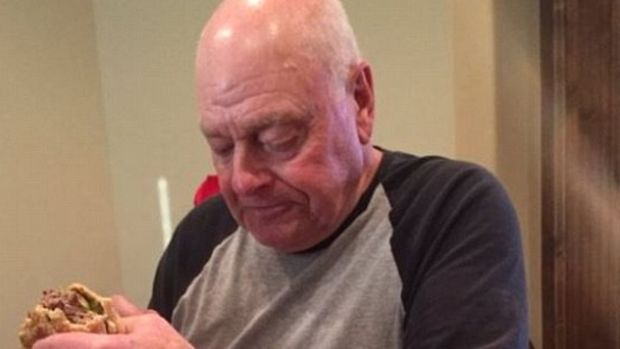 Grandpa Eats Burger Alone In Heartbreaking Photo (Photo) Promo Image