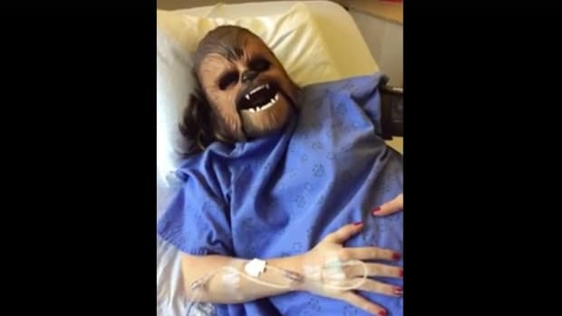 Mom Wears Chewbacca Mask While In Labor (Video) Promo Image