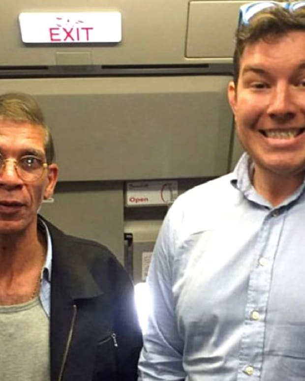 Passenger Takes Selfie With Suspected Hijacker (Video) Promo Image
