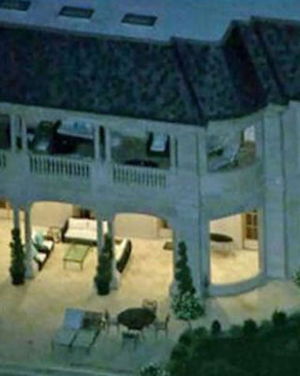 front of mansion where Majed Abdulaziz Al-Saud was arrested