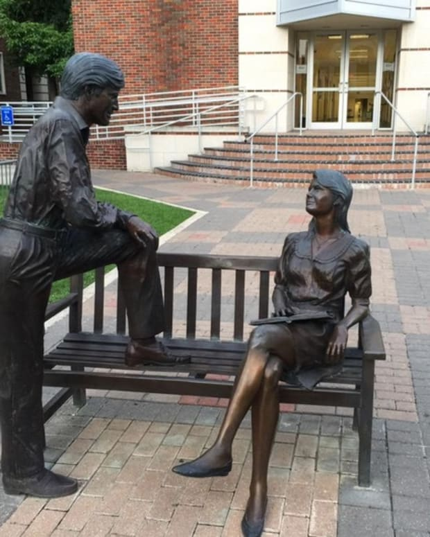 mansplainingtexasstatue_featured.jpg