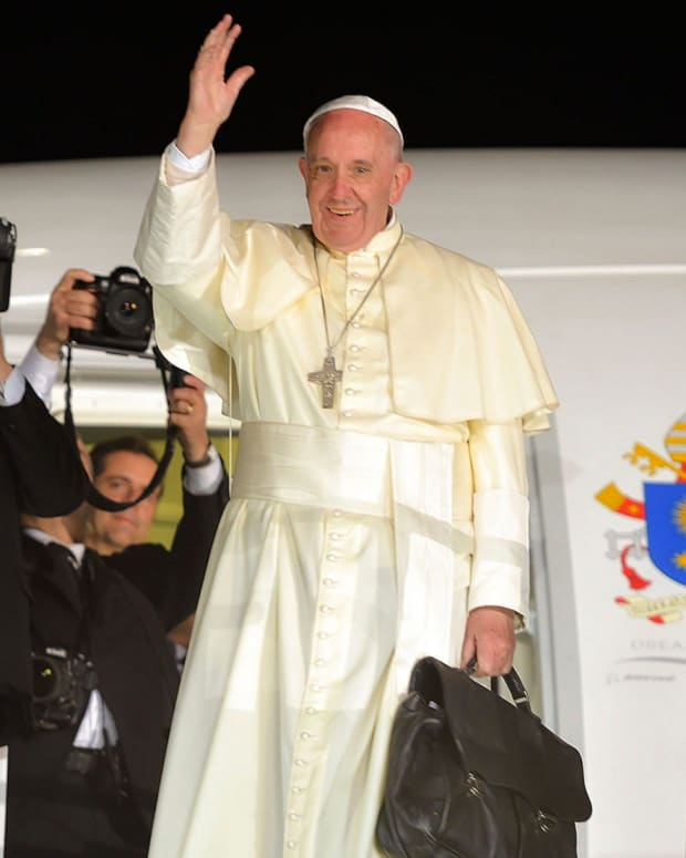 Poll: Pope Francis More Popular Than Political Leaders Promo Image
