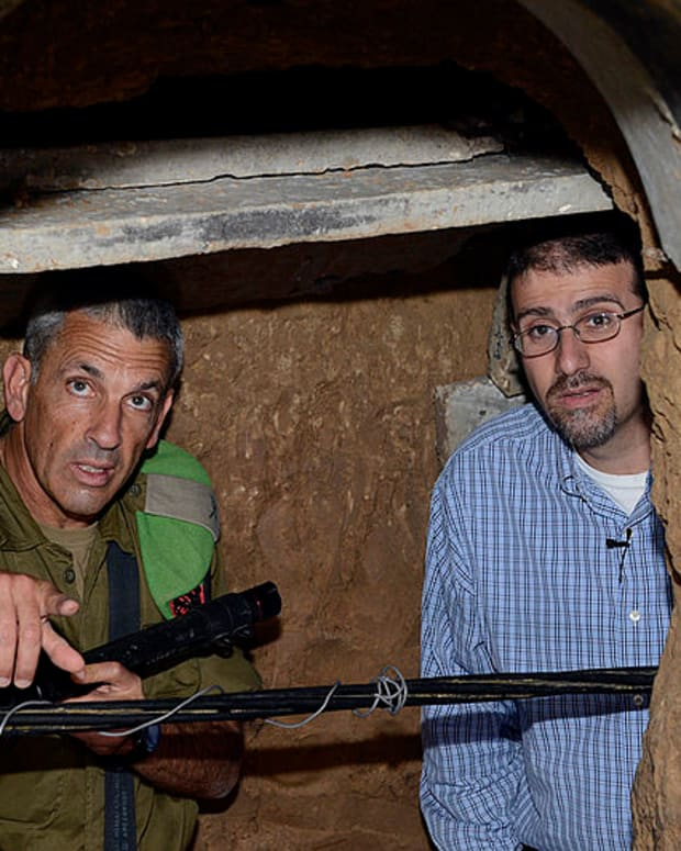 U.S. Ambassador Dan Shapiro visits a tunnel connecting Israel and Gaza.