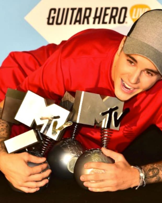 Justin Bieber To Fans: 'Be Still' In God's 'Presence'  Promo Image