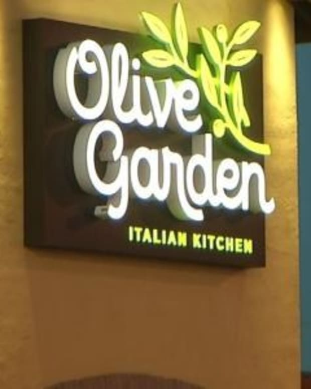 This Officer Took His Family To Olive Garden For A Birthday Lunch - Bad Move (Photo) Promo Image