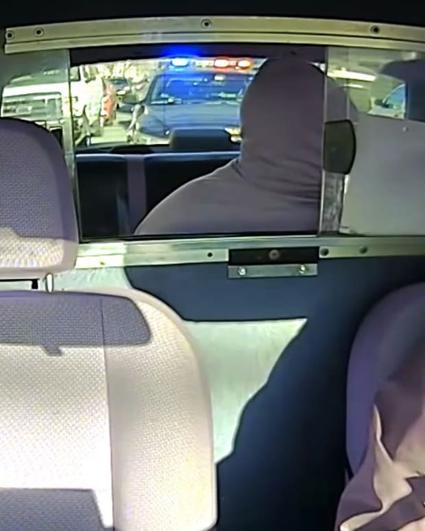 Taxi Robbery Interrupted By Police (Video) Promo Image
