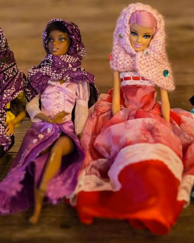 Moms Create Muslim Hijabs For Barbie Dolls (Video) Promo Image
